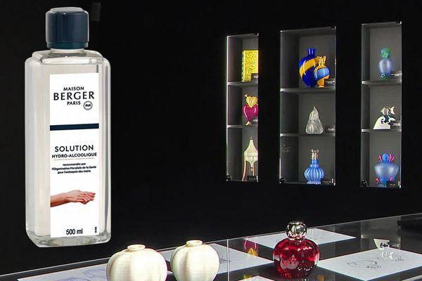 Solution hydro-alcoolique : un nouveau flacon qui rejoindra plus tard ceux du musée des Lampes Berger de Grand-Bourgtheroulde (Eure)