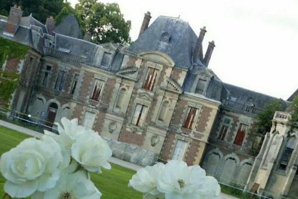 Le château de Lagny-le-Sec, avant sa démolition.