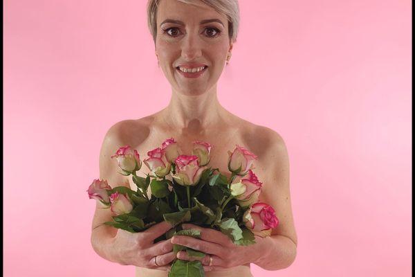 Octobre rose : un mois pour sensibiliser les femmes au cancer du sein. Sandrine, 40 ans, participe au projet photo de Jessica.