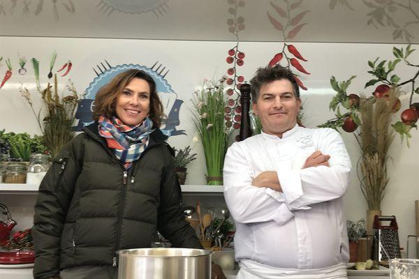 """Jerome Jaegle et Sophie Menut lors du tournage de l'émission """"Ça roule en cuisine"""""""