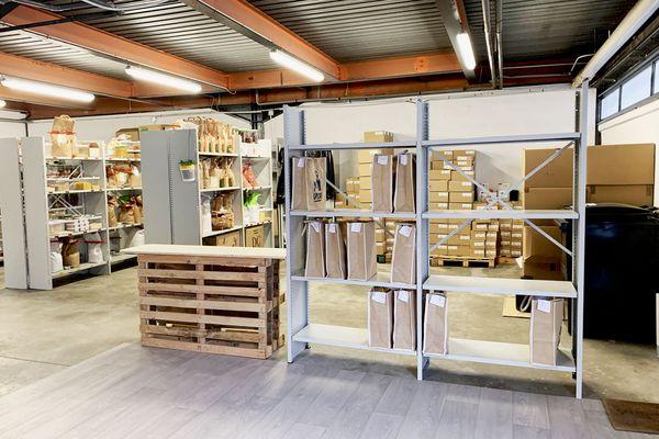 La boutique de stockage et de retrait des commandes est basée à Pierre-Bénite, sauf si l'on préfère être livré