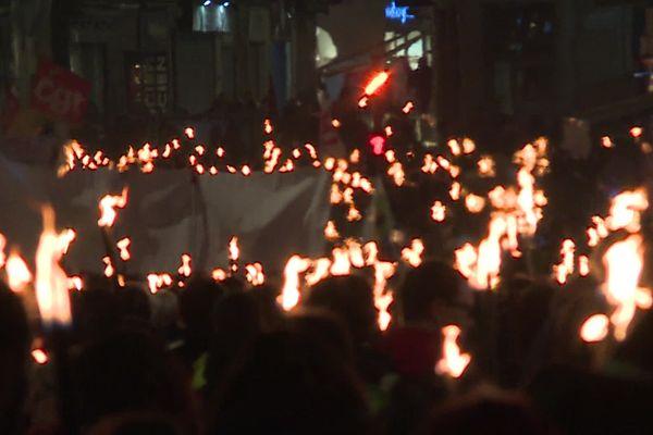 Montpellier - manifestation nocturne aux flambeaux - 30 janvier 2020.