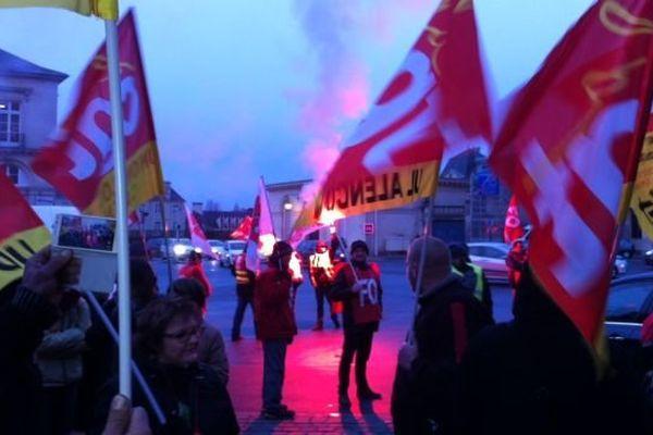 Les ex-salariés de Jeannette réunis devant le Tribunal de Grande Instance de Caen le jeudi 29 janvier