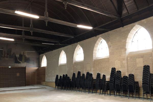La salle pour les séminaires peut accueillir jusqu'à 200 personnes