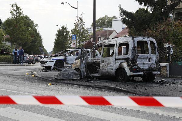 le 8 octobre 2006, des policiers sont pris pour cible à Viry-Châtillon en Essonne