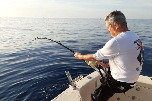 Jean-Yves a passé plus de 3 heures à tenter de pêcher un thon pour le baguer, une pêche parfois très sportive.