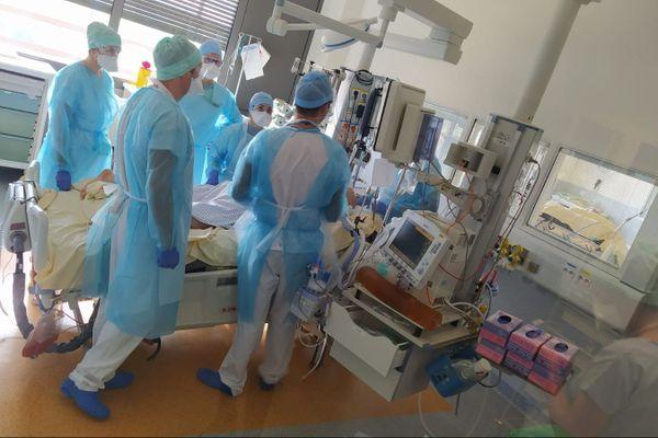 Dans le service de réanimation de l'hôpital Rangueil à Toulouse.