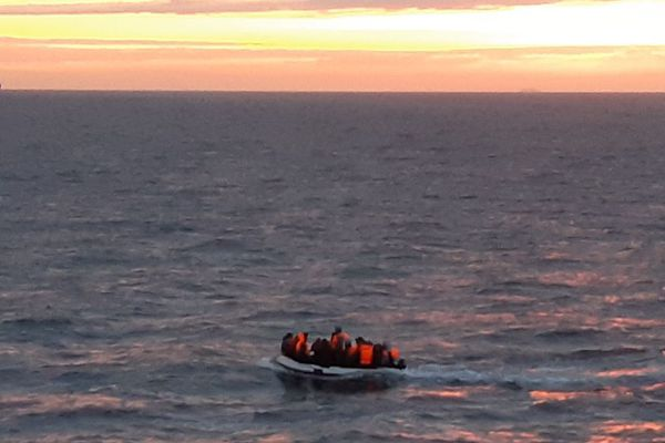 L'embarcation secourue ce dimanche matin au large du cap Gris-Nez.