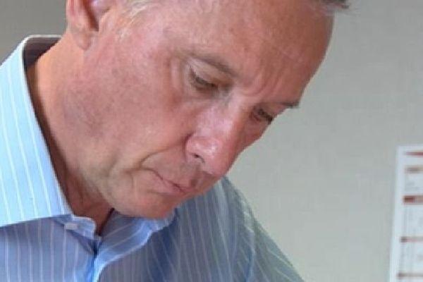 Bernard Combes, dans son bureau à Tulle, au lendemain de son échec électoral aux élections sénatoriales
