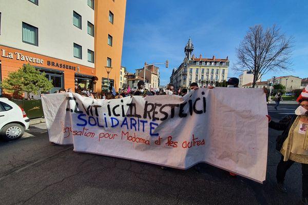 Au Puy-en-Velay, une manifestation s'est déroulée ce mercredi 17 février en soutien à Madama, jeune réfugié menacé d'expulsion.