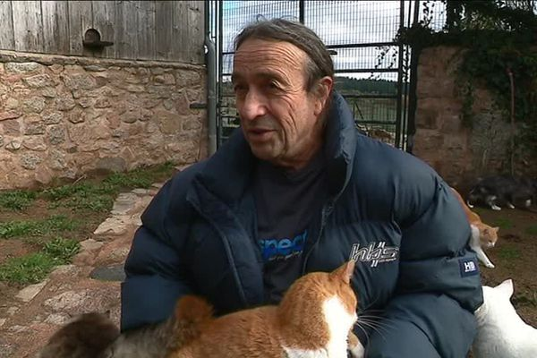 Patrick Sacco s'est établi à Saint-Léger Vauban (Yonne) où il recueille et héberge des animaux