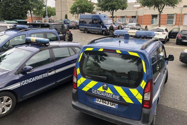 Un important dispositif de gendarmerie a été déployé autours de la mairie de Saint-Just-d'Ardèche