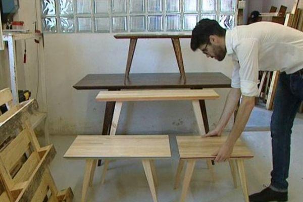 Orléans : Victor Fayon menuisier, fabrique des tables à partir de palettes usagées.