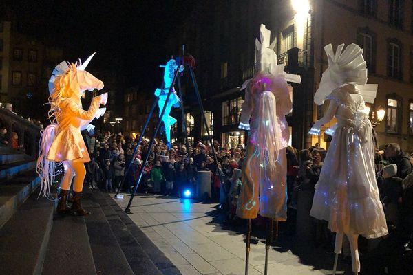 Vendredi 29 novembre, la Grande parade de Noël célèbre le début des festivités de fin d'année à Clermont-Ferrand.