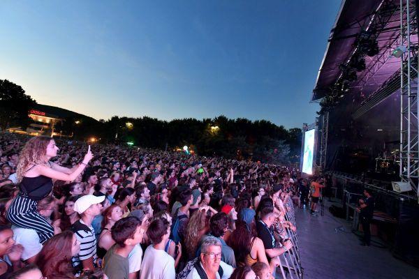Avec le port du masque obligatoire et le respect d'une distance de sécurité entre les sièges, on sera bien loin de cette image du festival Europavox de Clermont-Ferrand prise en 2018.