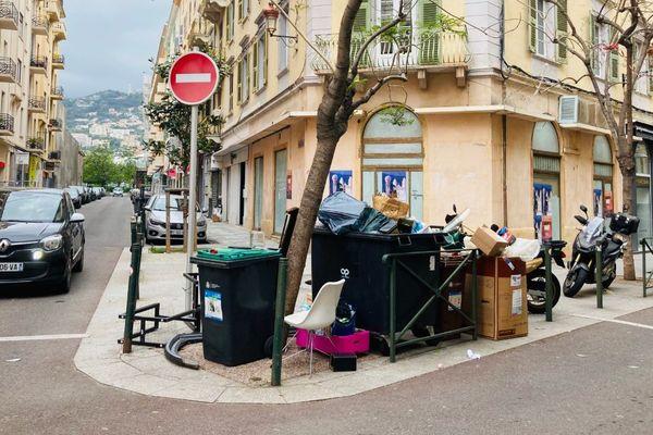 Une poubelle à Bastia.