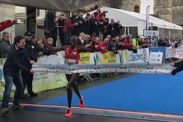 """Marion Kibor remporte le marathon de La Rochelle 2019 en 2h29'56"""""""