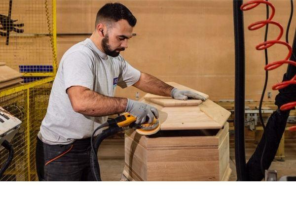 L'entreprise OGF de Jussey en Haute-Saône augmente sa production de cercueils en raison de l'épidémie de coronavirus covid-19