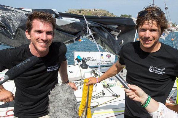 """Xavier Macaire et Pascal Simon interviewés après leur arrivée à la 4e place de l""""AG2R à Saint-Barthélemy."""