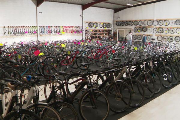 Certains vélos de cette boutique valent plus de 9000 euros pièce.