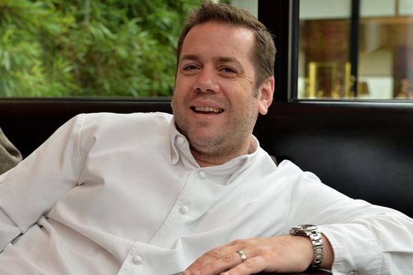 Le chef triplement étoilé Arnaud Lallement, dans son restaurant L'Assiette champenoise, à Tinqueux (Marne).