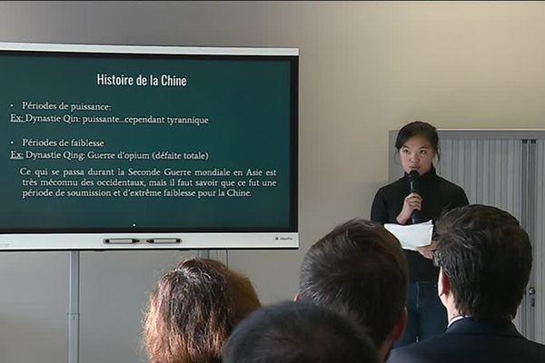 Une élève chinoise scolarisée au lycée international de Lyon évoque l'occupation japonaise dans son pays, au début du XX e siècle