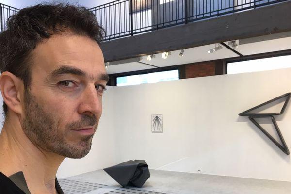 Le plasticien portugais Diogo Pimentao est une référence internationale du dessin contemporain.