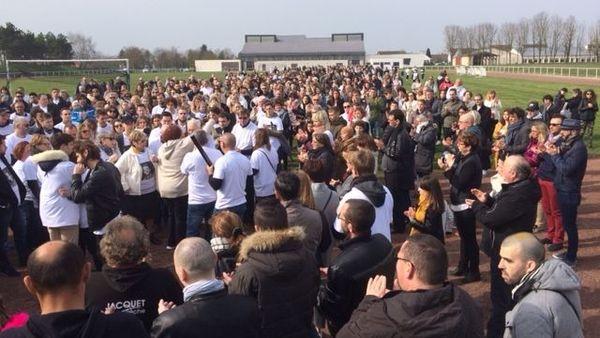 La marche blanche s'est terminée sur le stade municipal à Bétheny. Sous des applaudissements nourris.