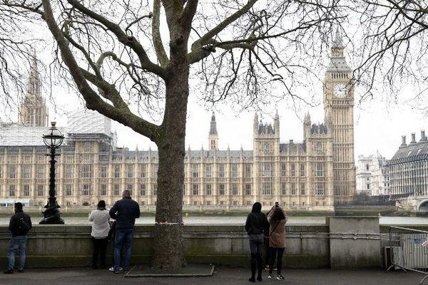 L'attaque a fait 4 morts dont l'assaillant et plusieurs blessés, à deux pas du Parlement.