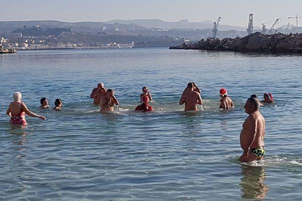 Des membres de l'Amicale sportive des Pennes-Mirabeau se sont jetés à l'eau ce 1er janvier 2019 à la plage de Corbière, à l'Estaque