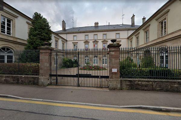 Les électeurs des Vosges sont appelés à élire les 34 conseillers de l'assemblée départementale.