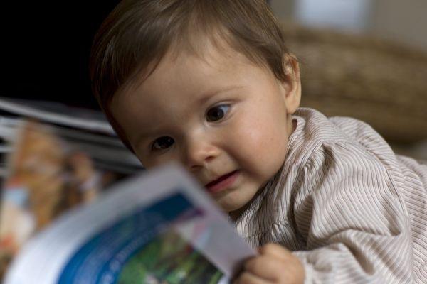 Pourquoi est-il intéressant de lire des histoires aux enfants dès le berceau ?