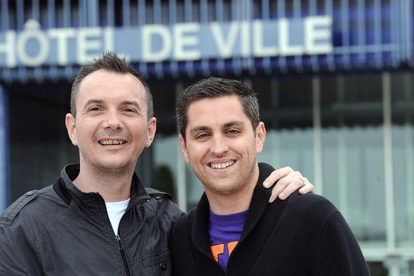 Vincent Boileau-Autin à gauche sur la photo, premier gay à s'être marié à Montpellier est candidat aux législatives en Amérique du Nord