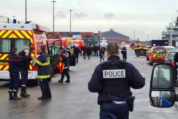 Quatre migrants, dont deux enfants âgés de 5 et 8 ans, ont perdu la vie au large de Dunkerque, alors qu'ils tentaient de traverser la Manche pour rejoindre les côtes anglaises.