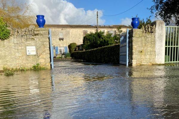 L'entrée et le garage de cette maison de La Brimaudière sont inondées.