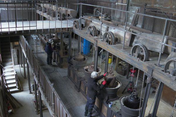 La salle des moulins à râper le tabac s'étend sur 3 étages