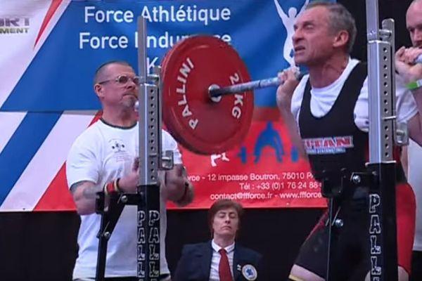 Un participant des championnats de France masters de force athlétique le 19 avril 2019 à Saint-Lô.