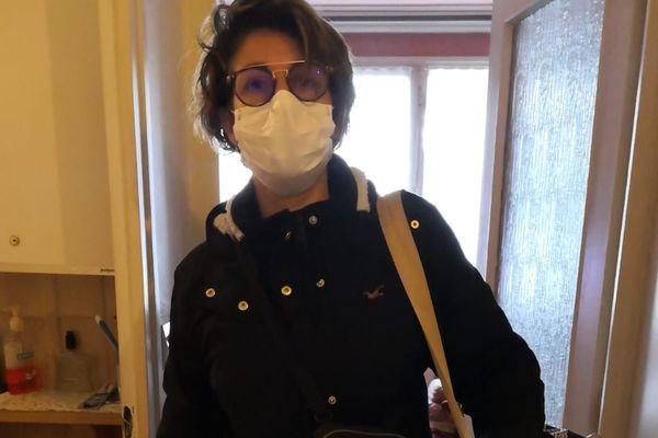 """""""Cela fait 15 ans que je suis installée à Vénissieux, j'adore mon métier mais là ce n'est plus possible de travailler correctement dans ces conditions."""" Sandra est infirmière libérale et elle commence à avoir peur pour ses patients et pour elle."""