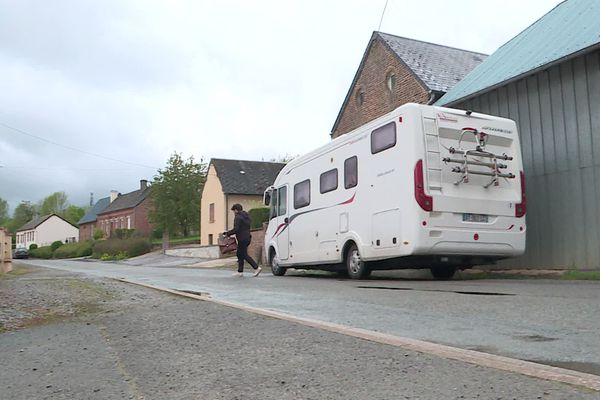 Le médecin Martial Jardel se déplace en camping-car pour rendre visite à ses patients