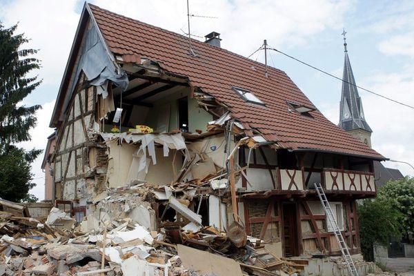 Démolition de la maison alsacienne à colombage de la rue de l'Etang à Magstatt-le-Bas en 2014
