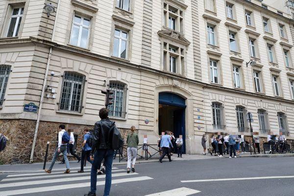 Le directeur de Saint-Jean-de-Passy, établissement privé catholique situé dans le XVIe arrondissement, a été mis en examen pour agression sexuelle sur mineur.
