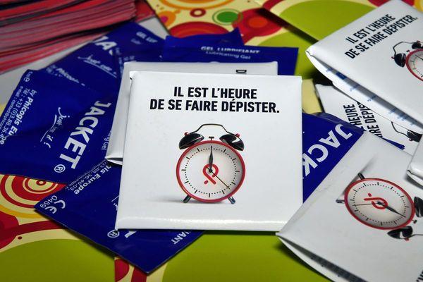 Le sidaction a commencé vendredi 26 mars. L'occasion d'inciter les personnes à se faire dépister alors que la lutte contre le sida a été mise au second plan pendant la crise sanitaire selon les associations.