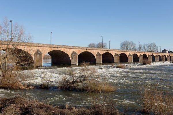 Nevers, 16/02/2019 - Le Pont de Loire (image d'illustration)