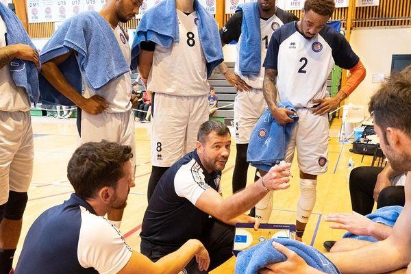L'entraîneur de la Chorale, Laurent Pluvy, fait les frais des mauvais résultats du club, après 4 défaites en 5 rencontres.