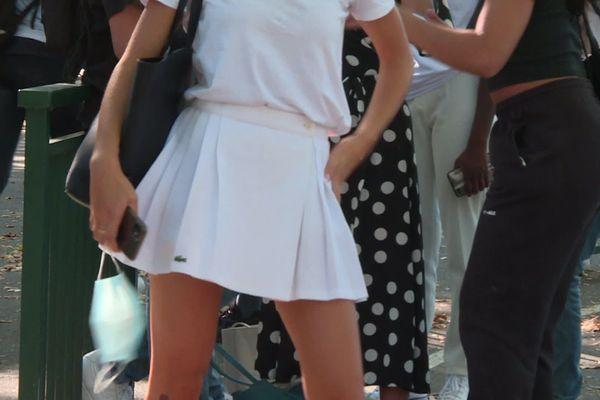 Au lycée Renoir à Limoges, certaines ont opté pour une jupe au-dessus du genou pour dénoncer un règlement intérieur inadapté à l'époque.