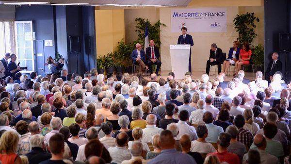 François Baroin en meeting à St Cyr sur Loire. Il est venu soutenir les candidats Les Républicains d'Indre-et-Loire à l' élection législative