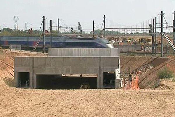 Mise en place d'un tunnel sous la ligne TGV