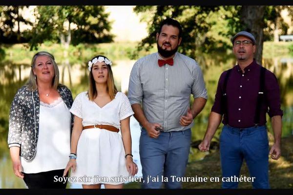 """La vidéo reprend la chanson """"A nos souvenirs"""" du groupe Trois Cafés Gourmands."""