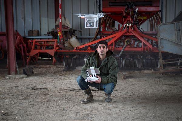 David Forge, créateur d'une chaîne youtube sur son quotidien d'agriculteur, en Indre-et-Loire.