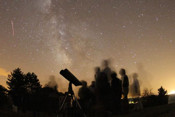 Observation des étoiles, des planètes et de la voie lactée à la ferme aux étoiles